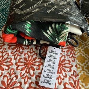 Urban Outfitters Tops - 🌴 NWT UO Hawaiian Print Cropped Hoodie Sweatshirt